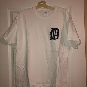 Other - Detroit Tigers English D shirt